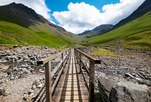 Footpath「Bridge to the High Mountains in the English Lake District」:スマホ壁紙(6)