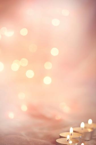 結婚「キャンドルライトの輝きを背景に」:スマホ壁紙(18)