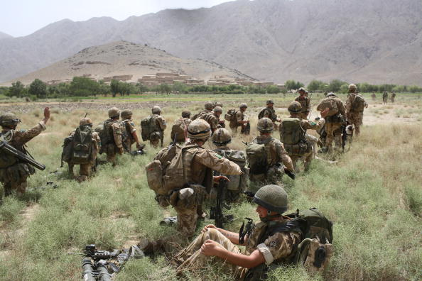 CH-47 Chinook「British Paratroopers Conduct Operation To Capture Taliban Leaders」:写真・画像(18)[壁紙.com]