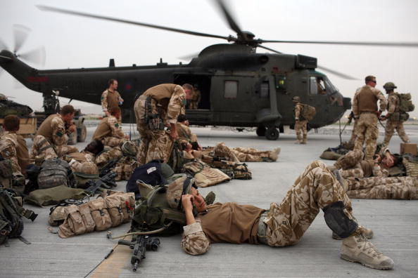 CH-47 Chinook「British Paratroopers Conduct Operation To Capture Taliban Leaders」:写真・画像(19)[壁紙.com]