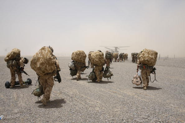 "CH-47 Chinook「British Paratroopers Prepare For Operation ""Daor Bukhou"" in Kandahar City」:写真・画像(19)[壁紙.com]"