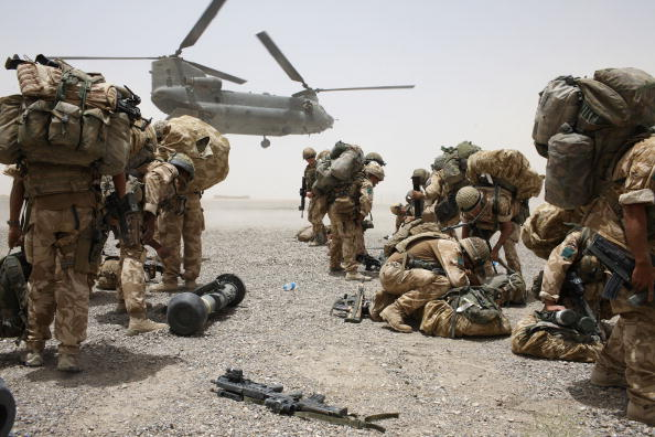 "CH-47 Chinook「British Paratroopers Prepare For Operation ""Daor Bukhou"" in Kandahar City」:写真・画像(18)[壁紙.com]"