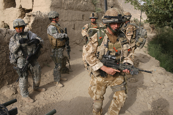 British Culture「British Paratroopers Search For Weapons In Southern Afghanistan」:写真・画像(5)[壁紙.com]