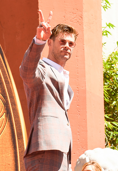 """Sunglasses「Marvel Studios' """"Avengers: Endgame"""" Cast Place Their Hand Prints In Cement At TCL Chinese Theatre IMAX Forecourt」:写真・画像(9)[壁紙.com]"""