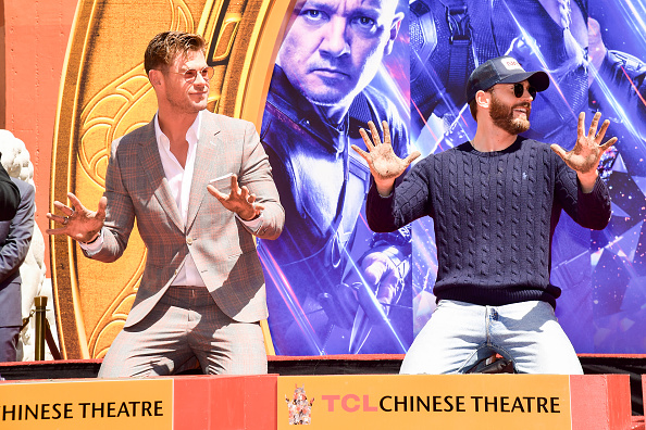 "Cement「Marvel Studios' ""Avengers: Endgame"" Cast Place Their Hand Prints In Cement At TCL Chinese Theatre IMAX Forecourt」:写真・画像(15)[壁紙.com]"