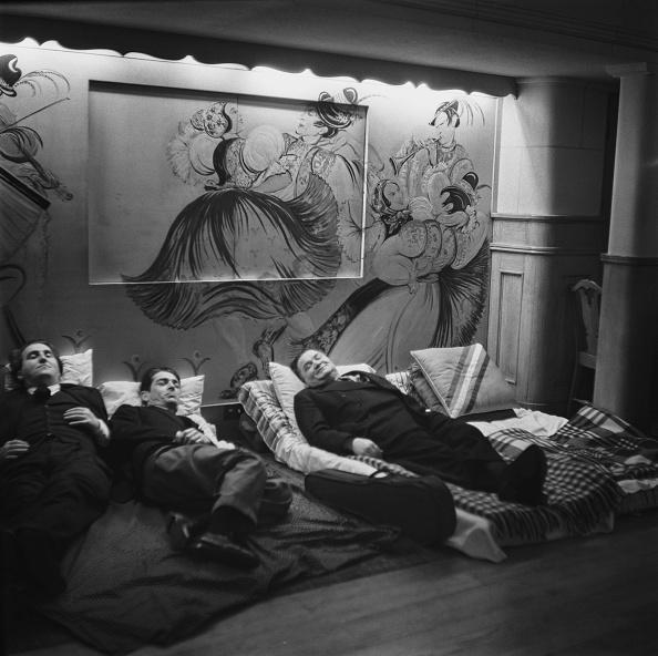 Men「Dinner And A Bed」:写真・画像(1)[壁紙.com]