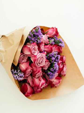 ブーケ「Bouquet wrapped in paper」:スマホ壁紙(16)