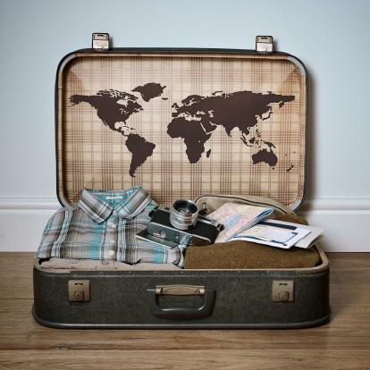 旅行「Retro suitcase with a world map on the inside lid」:スマホ壁紙(7)