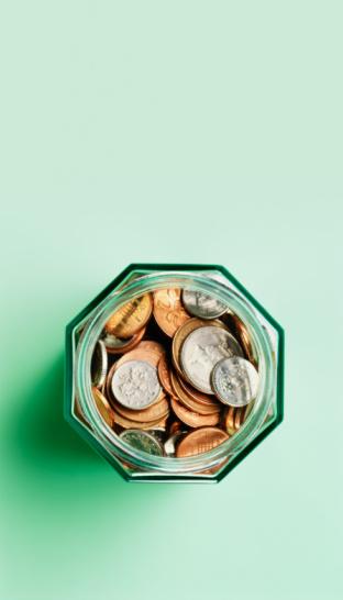 Green Background「Sterling coins in savings jar.」:スマホ壁紙(16)