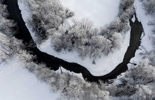 Snowdrift「Tree at Loisach river, Aerial view of river loop in winter」:スマホ壁紙(1)