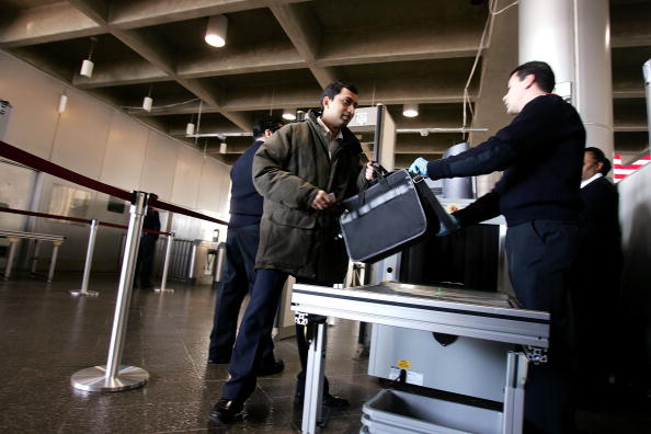 Security Check「DHS Begins Screening Train Passengers For Weapons」:写真・画像(11)[壁紙.com]