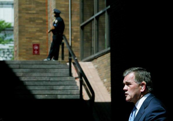 Chris Hondros「Homeland Security Secretary Tom Ridge Gives Press Conference in New York」:写真・画像(18)[壁紙.com]