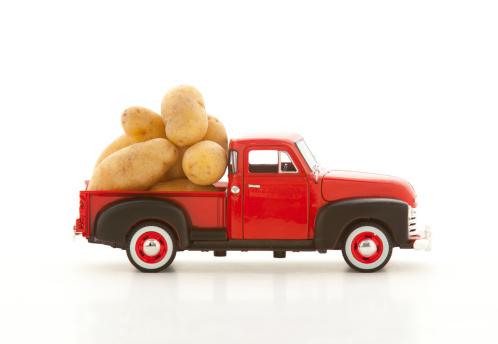 おもちゃのトラック「Potatoes in a miniature truck」:スマホ壁紙(9)