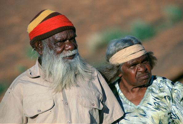 Senior Couple「Aborigines at Ayers Rock, Australia」:写真・画像(13)[壁紙.com]