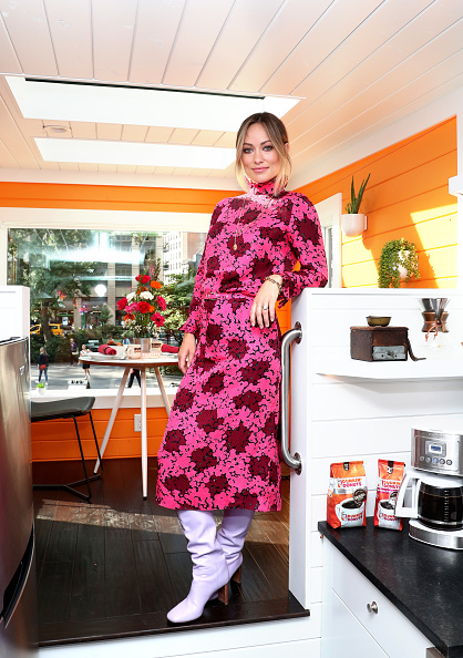 Olivia Wilde「Dunkin' Donuts Coffee At Home Opens The First-Ever Tiny Home Run On Coffee With Olivia Wilde In NYC」:写真・画像(3)[壁紙.com]