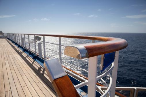 船・ヨット「クルーズ船のデッキ」:スマホ壁紙(18)