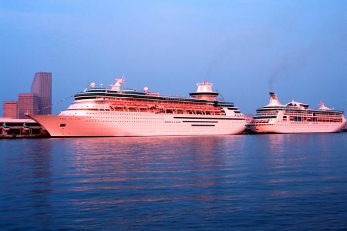 Cruise - Vacation「Cruise ships at dock (digital enhancement)」:スマホ壁紙(18)