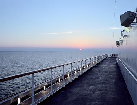 Cruise - Vacation「Cruise Ship Sailing Out to Sea」:スマホ壁紙(17)