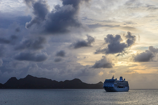 Mayreau Island「Cruise Ship at sunset, Grenadines」:スマホ壁紙(8)