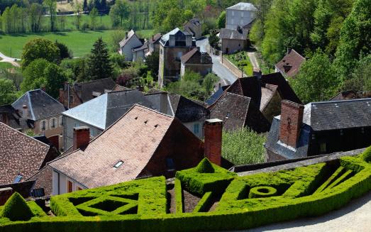 Formal Garden「Village of Hautefort in Dordogne area」:スマホ壁紙(17)