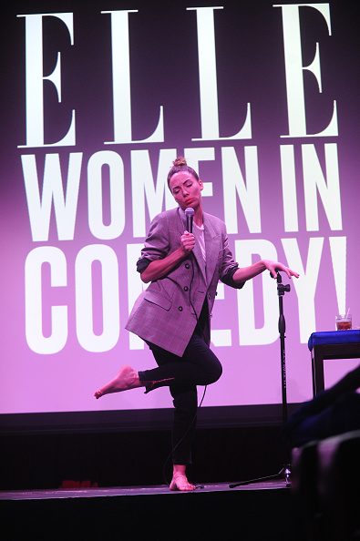 Whitney Cummings「ELLE Hosts Women In Comedy Event With July Cover Star Kate McKinnon」:写真・画像(12)[壁紙.com]