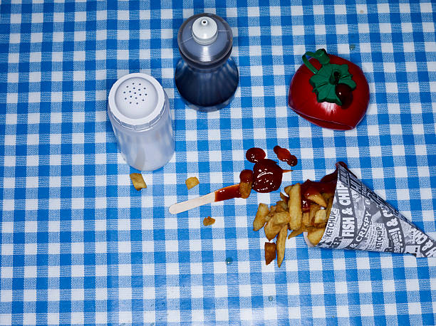 Chips with ketchup on blue check tablecloth:スマホ壁紙(壁紙.com)