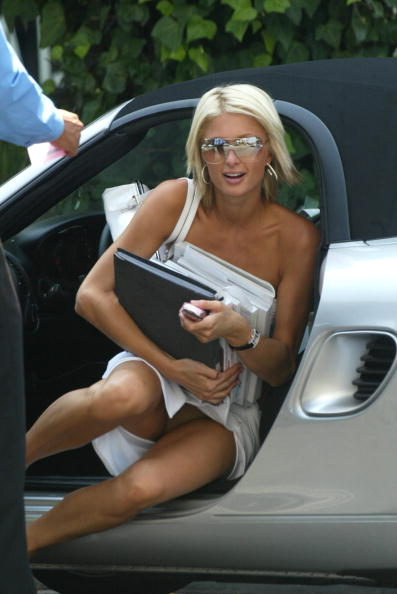 Mini Dress「Paris Hilton In Beverly Hills」:写真・画像(15)[壁紙.com]