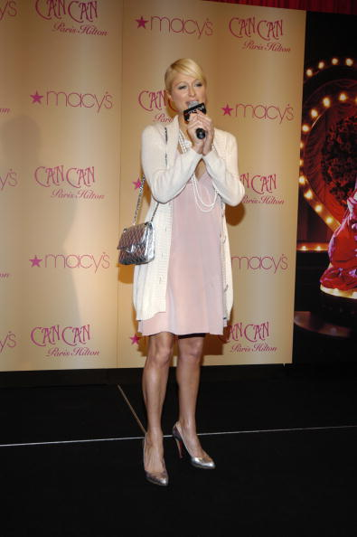 """Side Swept Bangs「Paris Hilton Celebrates Her Latest Fragrance """"CAN CAN"""" At Macy's」:写真・画像(19)[壁紙.com]"""