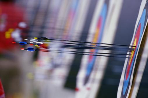 Sports Target「Arrows in center of archery target, close-up」:スマホ壁紙(16)