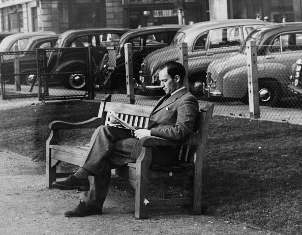座る「Peter Twiss」:写真・画像(12)[壁紙.com]