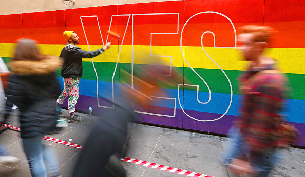 Artist「Street Artists Paint Rainbows In Melbourne In Support Of Marriage Equality」:写真・画像(19)[壁紙.com]