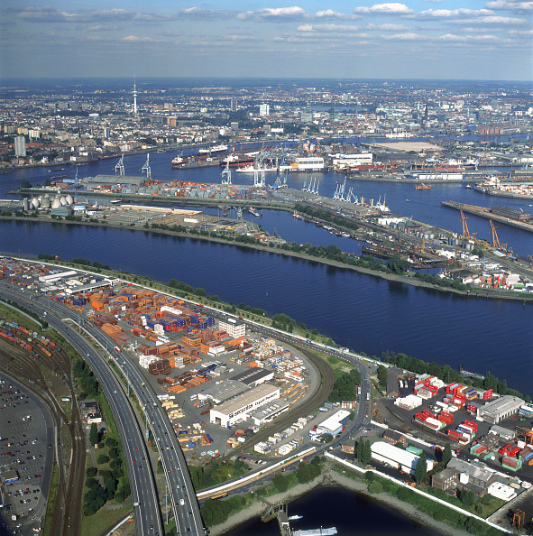 Canal「Aerial - container port - city of Hamburg - Germany」:写真・画像(0)[壁紙.com]