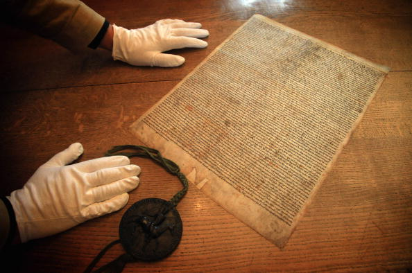 Salisbury Cathedral「Salisbury Cathedral's Magna Carta Granted World Heritage Status」:写真・画像(16)[壁紙.com]