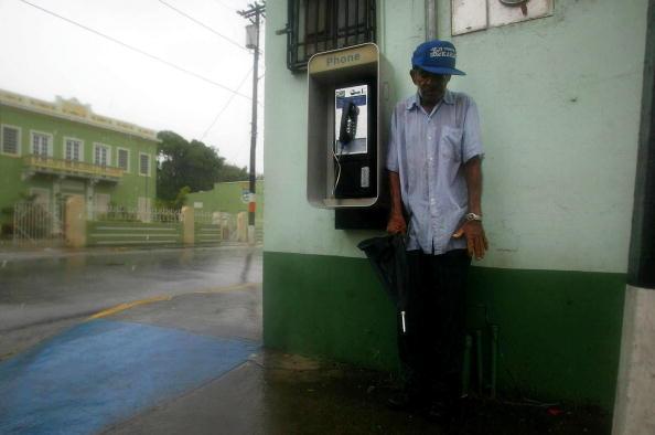 Jose Lopez「Tropical Storm Jeanne Strengthens Near Puerto Rico」:写真・画像(2)[壁紙.com]