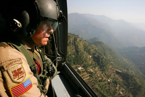 CH-47 Chinook「U.S. Military Continues Relief Effort After Earthquake」:写真・画像(9)[壁紙.com]