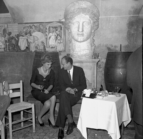 Party - Social Event「Luciana Pignatelli and Nicola Caracciolo talking at the restaurant 'Rugantino' during a dinner party, Rome 1958」:写真・画像(16)[壁紙.com]