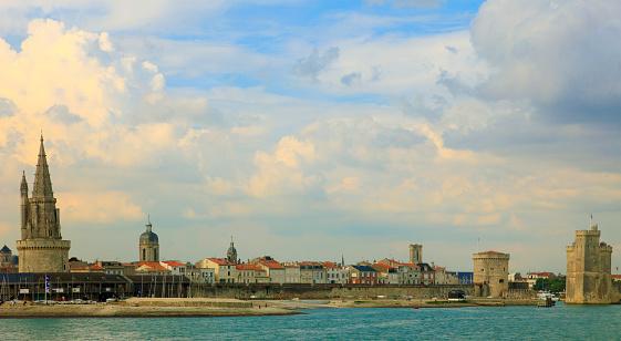 Nouvelle-Aquitaine「France, Poitou-Charentes, La Rochelle, skyline,」:スマホ壁紙(9)