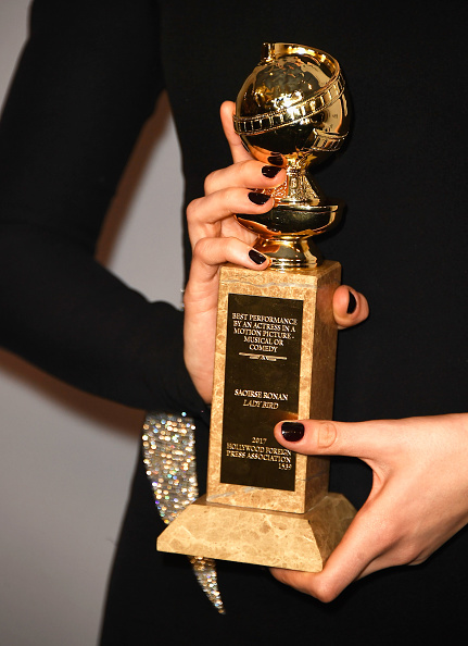 Golden Globe Award trophy「Warner Bros. Pictures And InStyle Host 19th Annual Post-Golden Globes Party - Arrivals」:写真・画像(8)[壁紙.com]