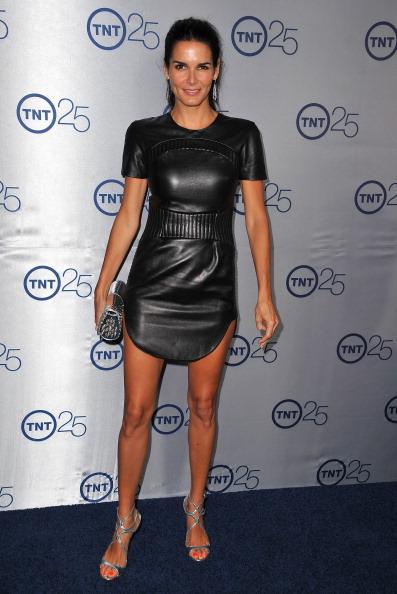 Angie Harmon「TNT's 25th Anniversary Party - Arrivals」:写真・画像(6)[壁紙.com]