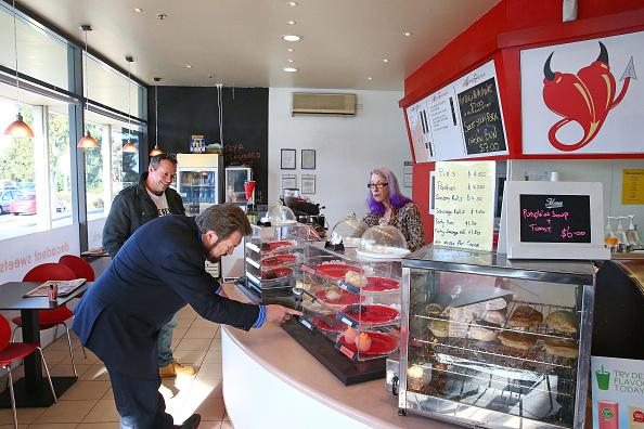 Sweet Food「Derryn Hinch Campaigns In Gippsland」:写真・画像(6)[壁紙.com]
