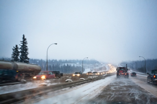 Edmonton「Vehicles Traveling On The Road With Snow Blowing In Winter」:スマホ壁紙(17)