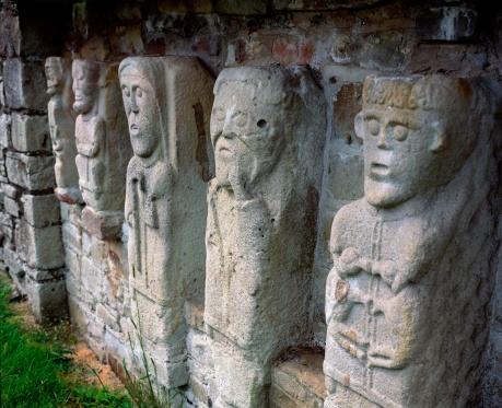 Preacher「Carved figures of churchmen on White Island, Lough Erne, Co. Fermanagh」:スマホ壁紙(14)