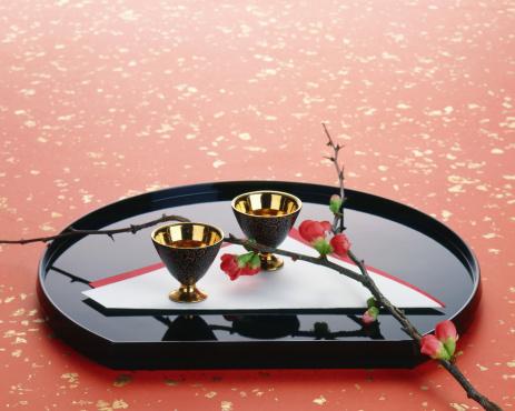 お正月「Sake cups on a tray」:スマホ壁紙(19)
