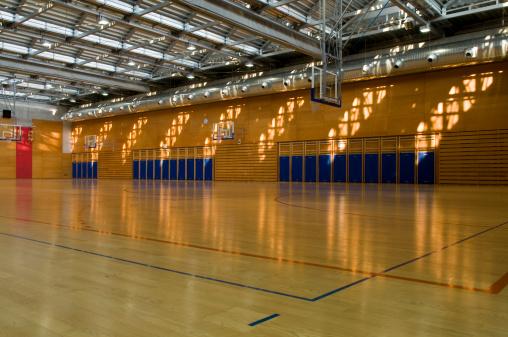 スポーツ「空のジムスポーツセンターのホール」:スマホ壁紙(7)