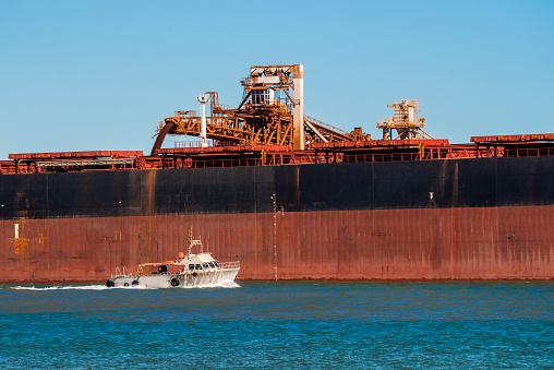 乗り物・交通「Iron Ore Ship Loading At Port Hedland, Australia」:スマホ壁紙(10)