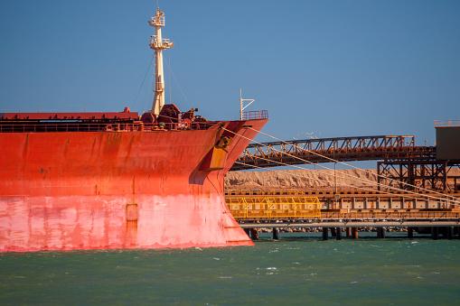 乗り物・交通「Iron Ore Ship At Berth, Port Hedland, Australia」:スマホ壁紙(17)