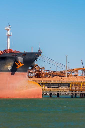 乗り物・交通「Iron Ore Ship At Berth, Port Hedland, Australia」:スマホ壁紙(8)