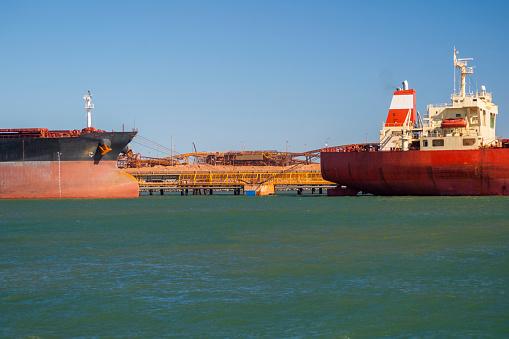 乗り物・交通「Iron Ore Ships At Berth, Port Hedland, Australia」:スマホ壁紙(18)