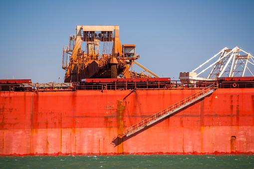 乗り物・交通「Iron Ore Ship At Berth, Loading At Port Hedland, Australia」:スマホ壁紙(16)