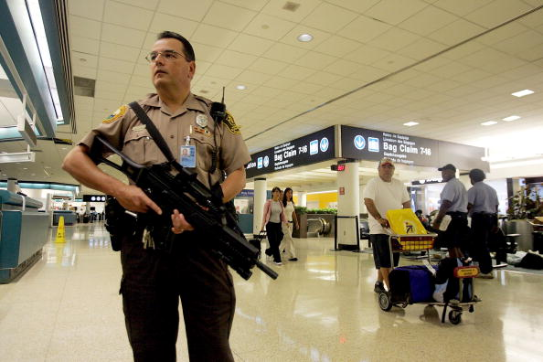 Security「U.S. Raises Air Security Alert To Red For The First Time」:写真・画像(18)[壁紙.com]